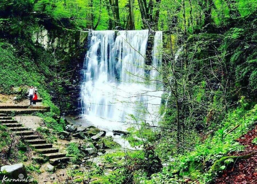 آبشار لونک در رویایی ترین جاده ایران