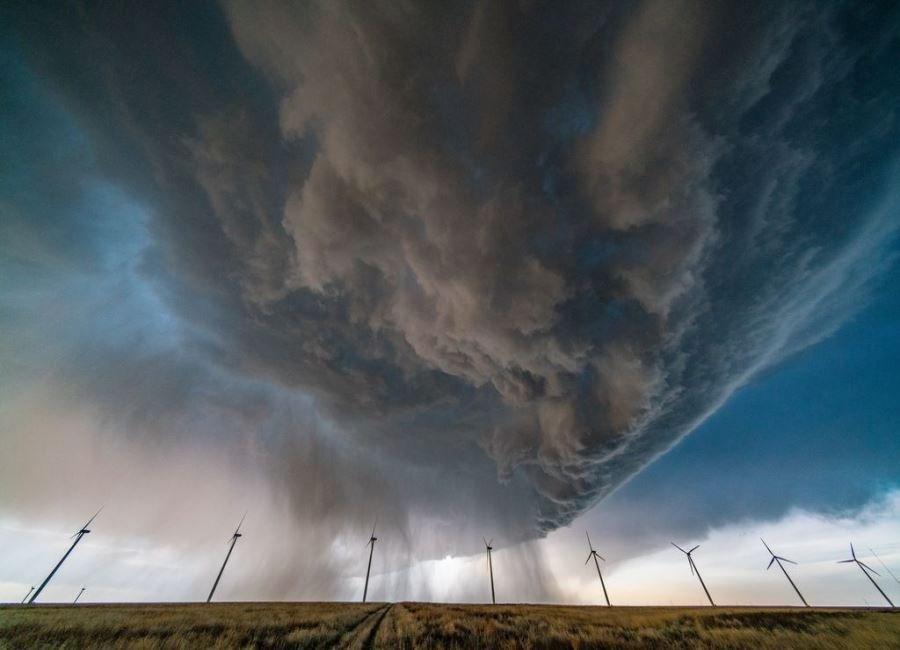 طوفان می آید