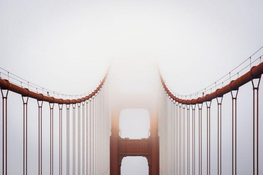 گلدن گیت در مه