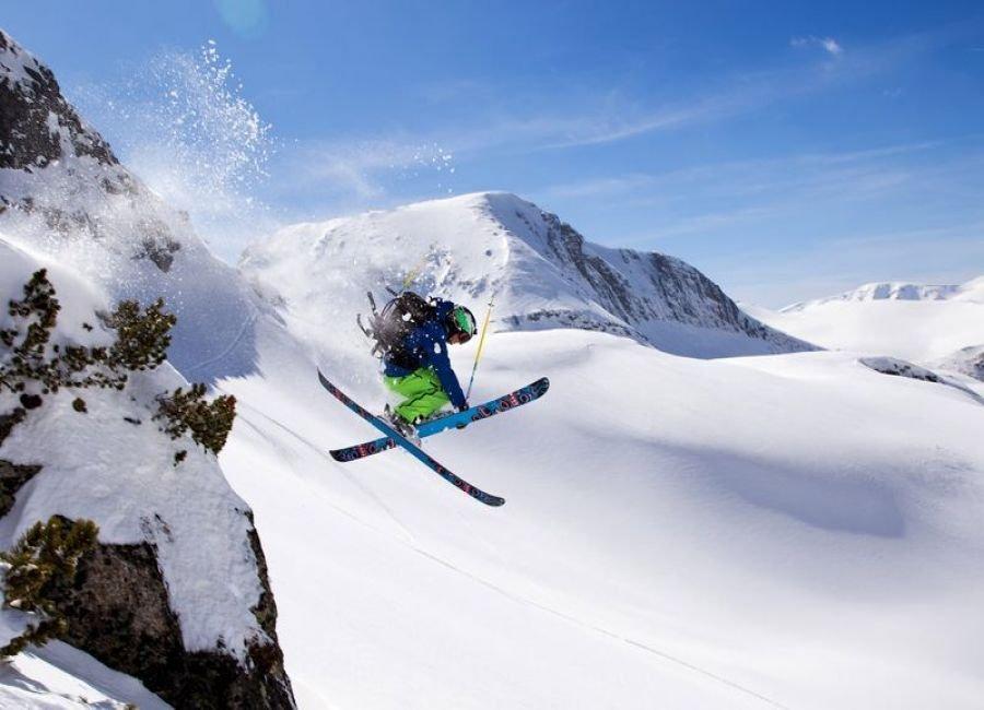 لذت اسکی در برف ها