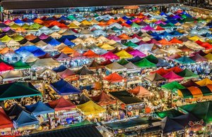 شب بازار قطار راتچادا